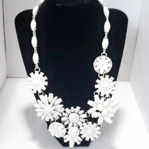 《INC》NEW White Floral Bib Necklace Statement Cute